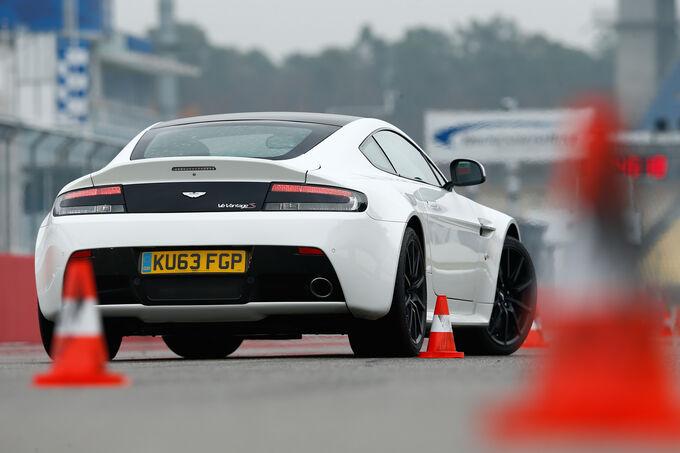 Aston Martin V12 Vantage S, Rear view, Slalom