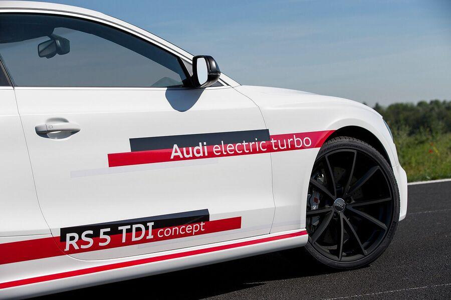 Многоспицевые черные колеса Audi RS5 TDI