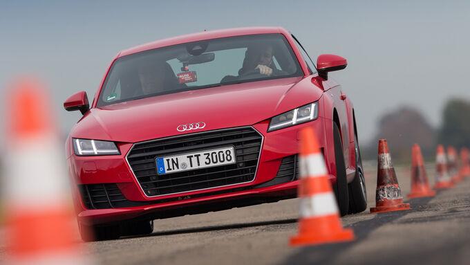 Audi TT 2.0 TFSI, Front view, Slalom