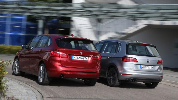 BMW Zweier Active Tourer, VW Golf Sportsvan 2.0 TDI, Heckansicht