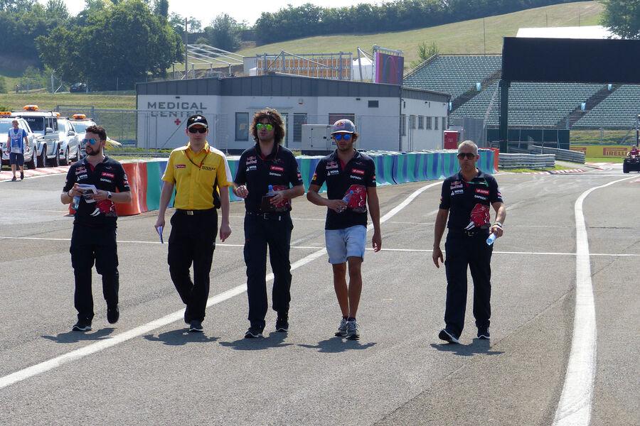 [Imagen: Carlos-Sainz-Toro-Rosso-GP-Ungarn-Budape...884492.jpg]