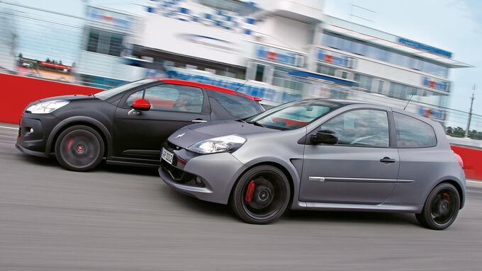 "Citroën DS3 Racing S. Loeb, Renault Clio R.S. ""sport auto Edition"", Seitenansicht"