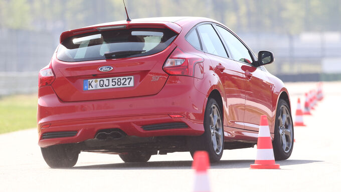 Ford Focus ST, Heckansicht, Slalom