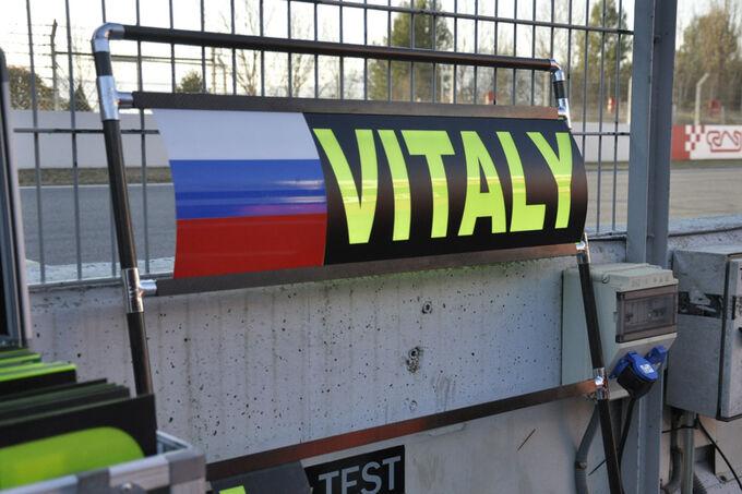 Formel-1-Test-Barcelona-22-2-2012-Vitaly-Petrov-Caterham-fotoshowImage-b040caad-571911.jpg