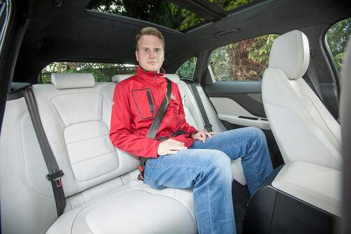 jaguar f pace auf der iaa 2015 edler katzen suv mit 380 ps auto motor und sport. Black Bedroom Furniture Sets. Home Design Ideas