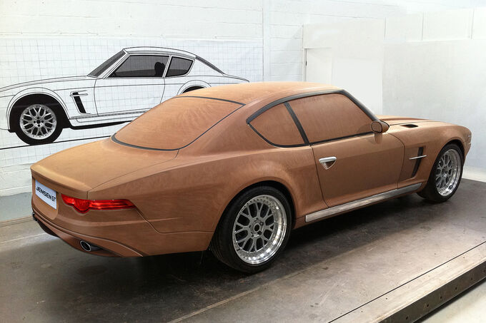 [Bild: Jensen-GT-Clay-Model-Holzmodell-Seitenan...846321.jpg]