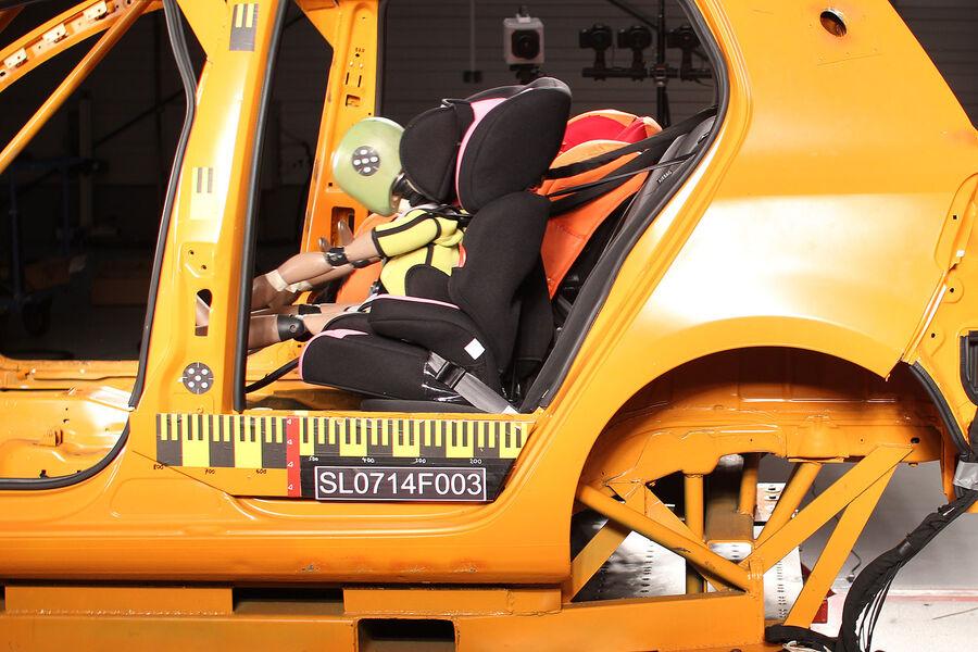 crashtest billig kindersitze ergebnis ist erschreckend auto motor und sport. Black Bedroom Furniture Sets. Home Design Ideas