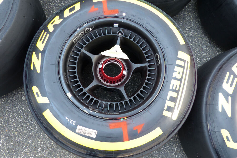 [Imagen: McLaren-Honda-GP-Ungarn-Budapest-Donners...884535.jpg]
