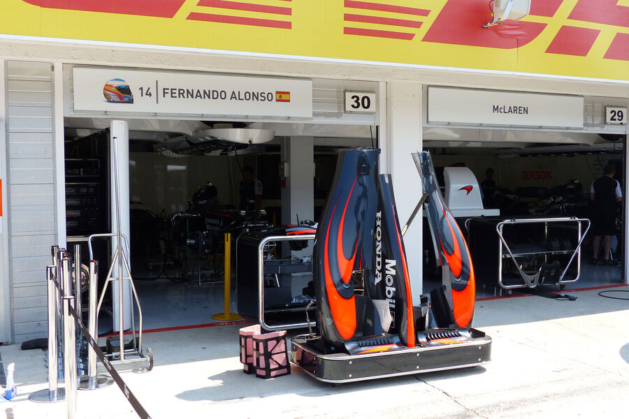 [Imagen: McLaren-Honda-GP-Ungarn-Budapest-Donners...884503.jpg]