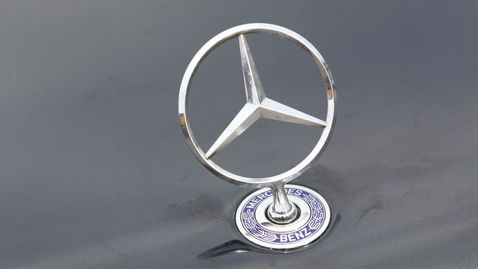 Mercedes-Benz E 500, Stern, Khlerfigur