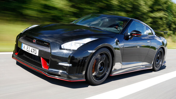 Nissan GT-R Nismo, Front view
