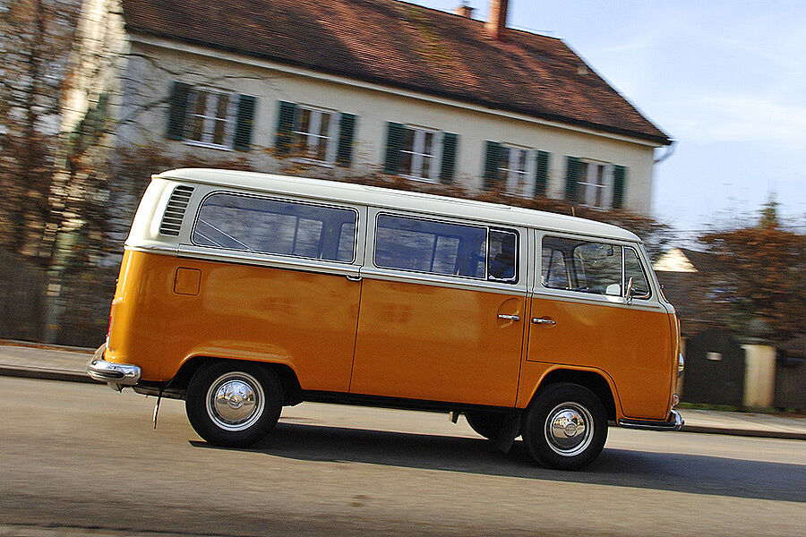 vw bus t2 l der bulli bus mit lustig auto motor und sport. Black Bedroom Furniture Sets. Home Design Ideas