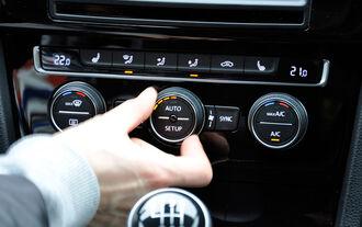 VW Golf VII, Innenraum, Mittelkonsole, Klimaautomatik