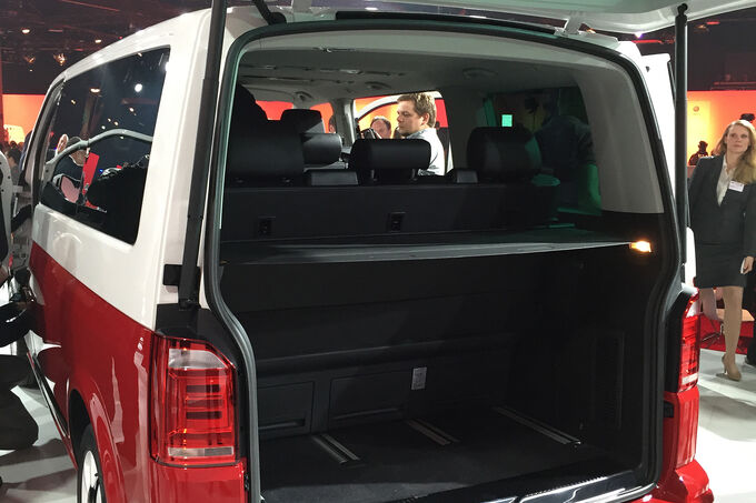 neuer vw t6 mit sitzprobe das ist der neue vw bus bildergalerie bild 7 auto motor und sport. Black Bedroom Furniture Sets. Home Design Ideas
